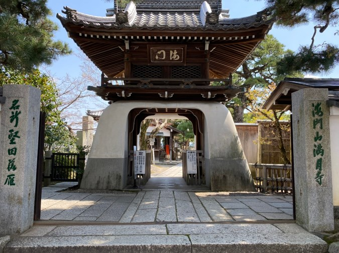 【大津市】『満月寺 浮御堂・伊豆神社』の観光ガイド(釣り・桜・駐車場・トイレ)