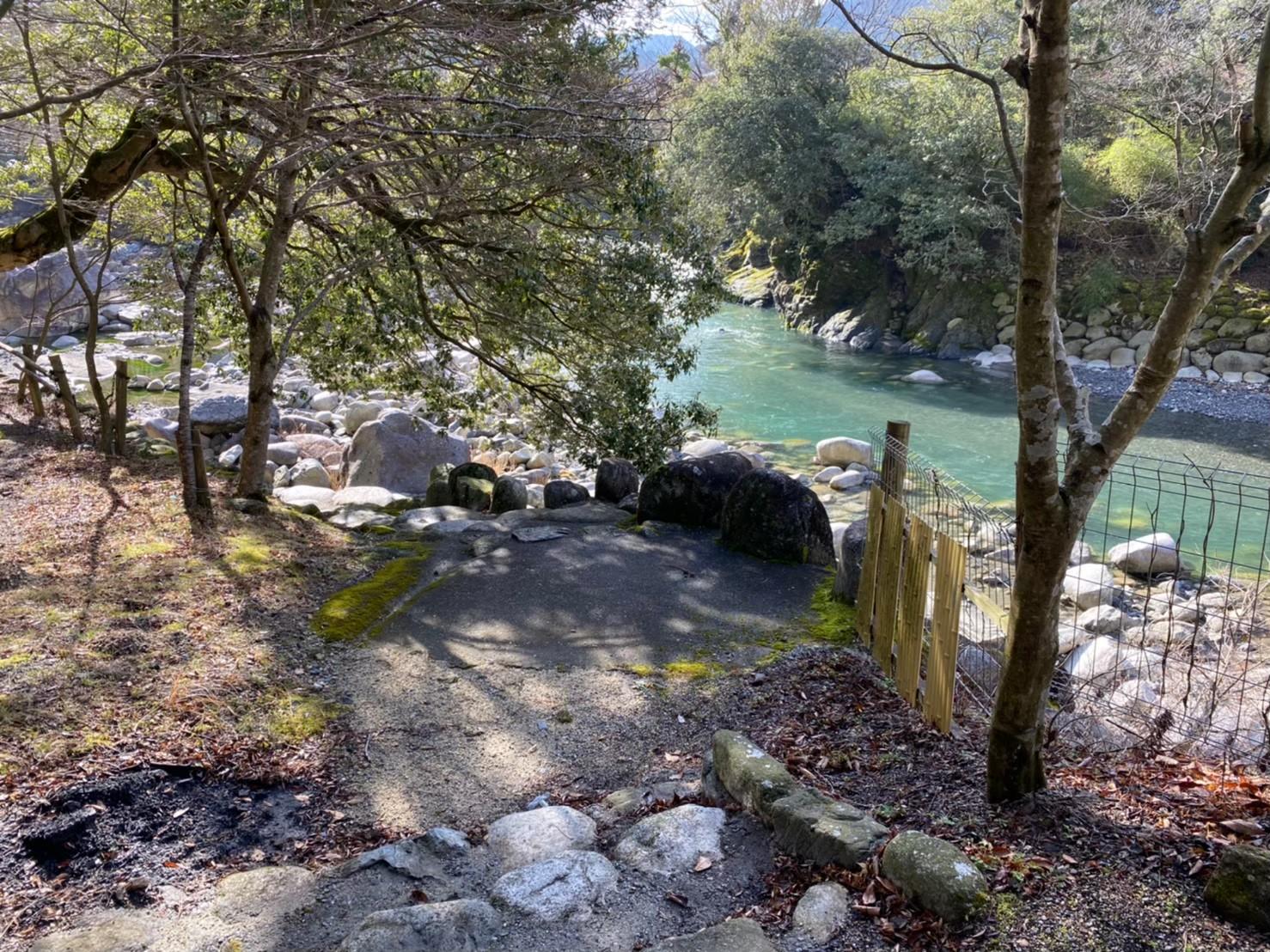 【清流と豊かな自然|東近江市】『深山キャンプ場』攻略ガイド(駐車場・トイレ)